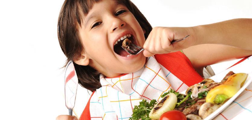 Τι κάνουμε όταν…ένα παιδί συνηθίζει να τρώει ακατάστατα