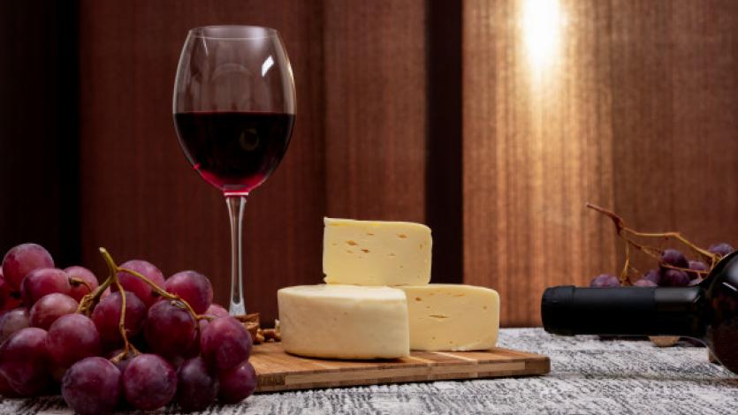 Θέλει τον χρόνο του για να γίνει... Κρασί, τυρί